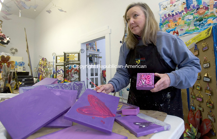 TORRINGTON CT. 14 February 2015-021415SV06-Karen Rossi was in her shop, Karen Rossi Studios,  on a snow Valentines day making some heart art work for customers in Torrington Saturday. <br /> Steven Valenti Republican-American