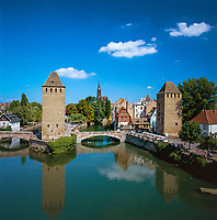 France, Alsace, Department Bas-Rhin, Strasbourg: Ponts Couverts with two towers at Old Town, part of the former town fortification at river Ill, at background the Cathedral | Frankreich, Elsass, Départements Bas-Rhin, Strassburg: zwei Tuerme der Gedeckten Bruecken (Ponts couverts), Teil der ehemaligen Stadtbefestigung an der Ill, im Hintergrund das Strassburger Muenster