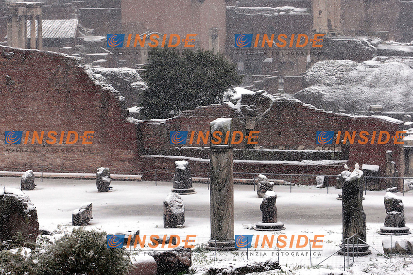 Roma 03/02/2012. Neve a Roma. Fori Imperiali. .Photo Zucchi Insidefoto