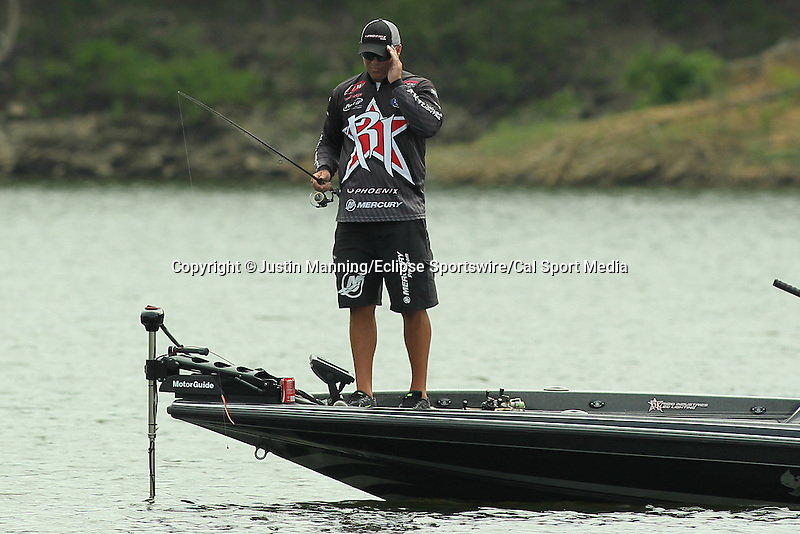August 21, 2015: Brad Knight trying to see if he can see any fish in the water on day two of the Forrest Wood Cup on Lake Ouachita in Hot Springs, AR. Justin Manning/ESW/CSM