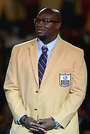 Canton, Ohio - August 6, 2015: Former NFL player Will Shields acknowledges apllause from the audeince after donning his gold jacket for the first time during the 2015 Pro Football Hall of Fame enshrinement dinner in Canton, Ohio August 6, 2015. During his 14-season career, Shields started every game, never missed a game and earned 12 straight Pro Bowl berths.  (Photo by Don Baxter/Media Images International)