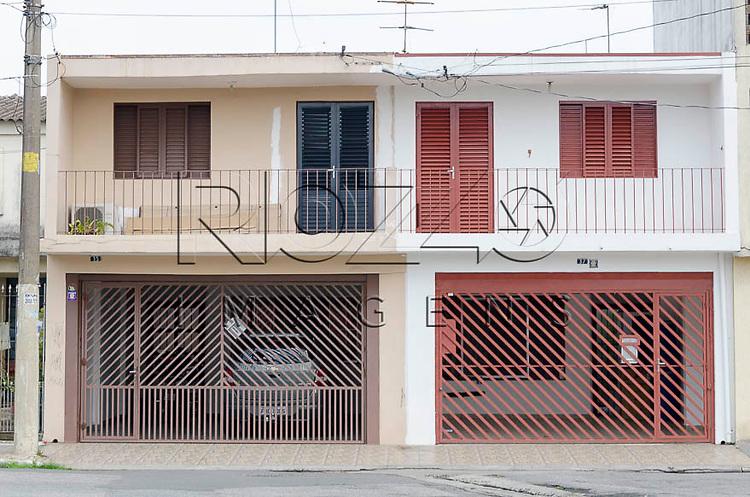 Sobrados em rua da zona leste, São Paulo - SP, - 5/2014.