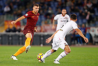Calcio, Serie A: Roma vs Palermo. Roma, stadio Olimpico, 23 ottobre 2016.<br /> Roma&rsquo;s Edin Dzeko, left, is challenged by Palermo's Edoardo Goldaniga during the Italian Serie A football match between Roma and Palermo at Rome's Olympic stadium, 23 October 2016. Roma won 4-1.<br /> UPDATE IMAGES PRESS/Riccardo De Luca