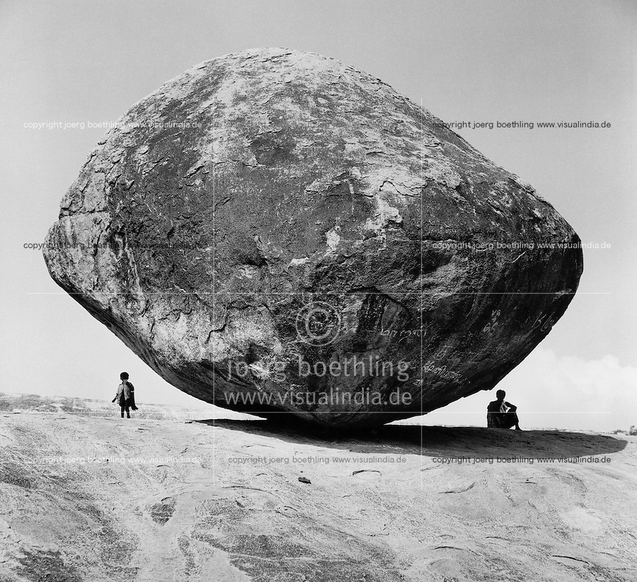 INDIA, Krishna s Butterball in Mahabalipuram, a large granite boulder well balanced / INDIEN, Krishnas Butterball in Mahabalipuram - image as signed black white baryt fine print from 6x6 cm negative film available.