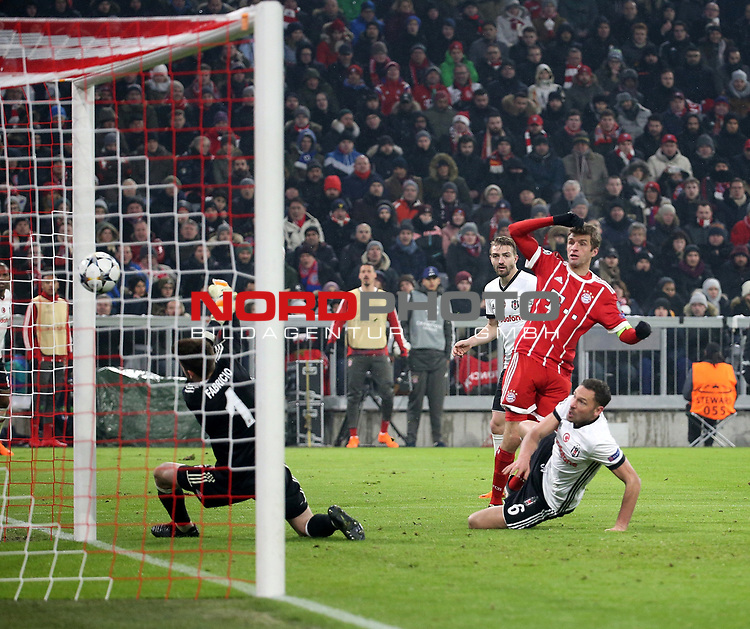 20.02.2018, Allianz Arena, M&uuml;nchen, GER, UEFA CL, FC Bayern M&uuml;nchen (GER) vs Besiktas Istanbul (TR) , im Bild<br />Thomas M&uuml;ller (M&uuml;nchen) erzielt das Tor zum 3:0<br /><br /><br /> Foto &copy; nordphoto / Bratic