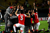 BOGOTÁ-COLOMBIA, 20-10-2019: Jugadores de Independiente Santa Fe, celebran el primer gol anotado Independiente Santa Fe, durante partido de la fecha 18 entre Independiente Santa Fe y Unión Magdalena, por la Liga Águila II 2019, jugado en el estadio Nemesio Camacho El Campín de la ciudad de Bogotá. / Players of Independiente Santa Fe celebrate the first scored goal to Union Magdalena, during a match of the 18th date between Independiente Santa Fe and Union Magdalena, for the Aguila Leguaje II 2019 played at the Nemesio Camacho El Campin Stadium in Bogota city, Photo: VizzorImage / Luis Ramírez / Staff.