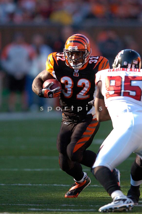 RUDI JOHNSON, of the Cincinnati Bengals in action against the Atlanta Falcons on October 29, 2006 in Cincinnati, OH...Falcons win 29-27..Chris Bernacchi/ SportPics