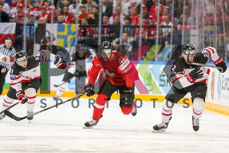 Schweizs Bieber, Matthias (Nr.48) im Sprintduell mit Canadas Barrie, Tyson (Nr.22) und Canadas Ennis, Tyler (Nr.63)  im Spiel IIHF WC15 Schweiz vs. Canada.<br /> <br /> Foto &copy; P-I-X.org *** Foto ist honorarpflichtig! *** Auf Anfrage in hoeherer Qualitaet/Aufloesung. Belegexemplar erbeten. Veroeffentlichung ausschliesslich fuer journalistisch-publizistische Zwecke. For editorial use only.