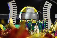 SÃO PAULO, SP, 12.02.16 - CARNAVAL-SP - Integrantes da escola de samba Tom Maior vice-campeã do Grupo Acesso durante desfile das campeãs do carnaval de São Paulo no sambódromo do Anhembi na região norte da cidade nesta sexta-feira, 06. (Foto: Vanessa Carvalho/Brazil Photo Press/Folhapress)