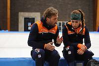 SCHAATSEN: LEEUWARDEN, 22-10-2016, Elfstedenhal, KNSB Trainingswedstrijden, trainer/coach Rutger Tijssen en Antoinette de Jong, ©foto Martin de Jong