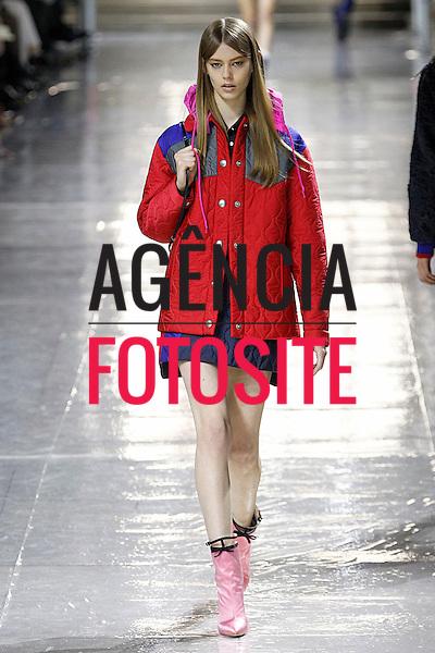 Paris, Franca – 02/2014 - Desfile de Miu Miu durante a Semana de moda de Paris - Inverno 2014.<br /> Foto: FOTOSITE