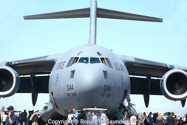 The C-17 Globemaster III is the newest,most flexible cargo aircraft to enter the airlift force.It is capable of rapid strategic delivery of troops and all types of cargo to main operating bases or directly to forward bases in the deployment area.<br /> (5)