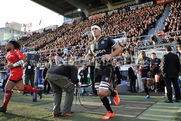 Francois Louw and the rest of the Bath Rugby team run out onto the field. European Rugby Champions Cup match, between RC Toulon and Bath Rugby on January 10, 2016 at the Stade Mayol in Toulon, France. Photo by: Patrick Khachfe / Onside Images
