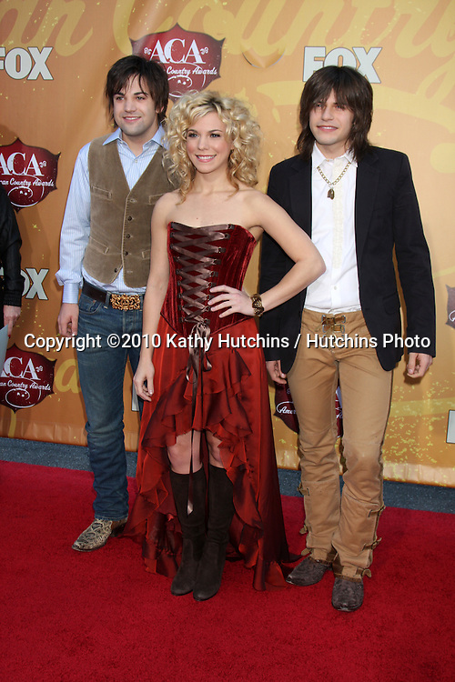 LOS ANGELES - DEC 6:  The Band Perry (Neil Perry, Kimberly Perry, Reid Perry) arrives at the 2010 American Country Awards at MGM Grand Garden Arena on December 6, 2010 in Las Vegas, NV.
