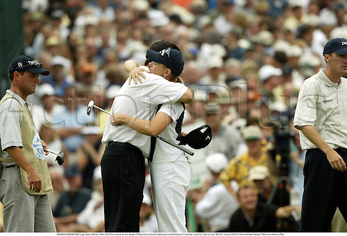 ANNIKA SORENSTAM hugs Dean Wilson after the first round at the Bank of America Colonial National Invitational at Colonial Country Club in Fort Worth, Texas 030522 Photo Robert Seale/TSN/Icon/Action Plus...2003 ball sport sports.golf golfer woman women womens women's.pro PGA Tour.