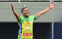 ENVIGADO- COLOMBIA, 22-04-2018: Eddie Segura del Atlético Huila   celebra después de anotar un gol al Envigado durante partido por la fecha 17 de la Liga Águila I 2018 jugado en el estadio Polideporivo Sur de la ciudad de Medellín. / Eddie Segura of Atletico Huila  celebrates after scoring a goal to Envigado  during the match for the date 17 of the Liga Aguila I 2018 played at the Poldeportivo Sur in Medellin city . Photo: VizzorImage / León Monsalve / Contribuidor