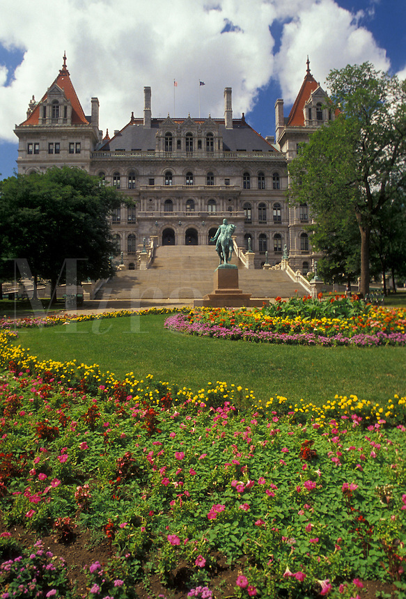 AJ2911, State Capitol, State House, Albany, New York, Flower gardens decorate the grounds of The State Capitol Building in Albany the capital city in the state of New York.