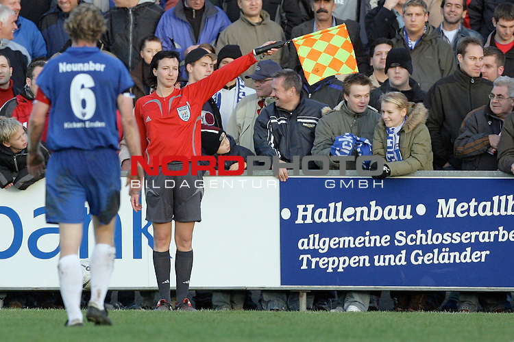 RLN  2006/2007 - 17. Spieltag - <br /> Kickers Emden vs Dynamo Dresden (gelb )<br /> <br /> Linienrichterin - Assistentin Inka MŁller / Mueller<br /> <br /> Foto &copy; nordphoto <br /> <br /> <br /> <br />  *** Local Caption ***
