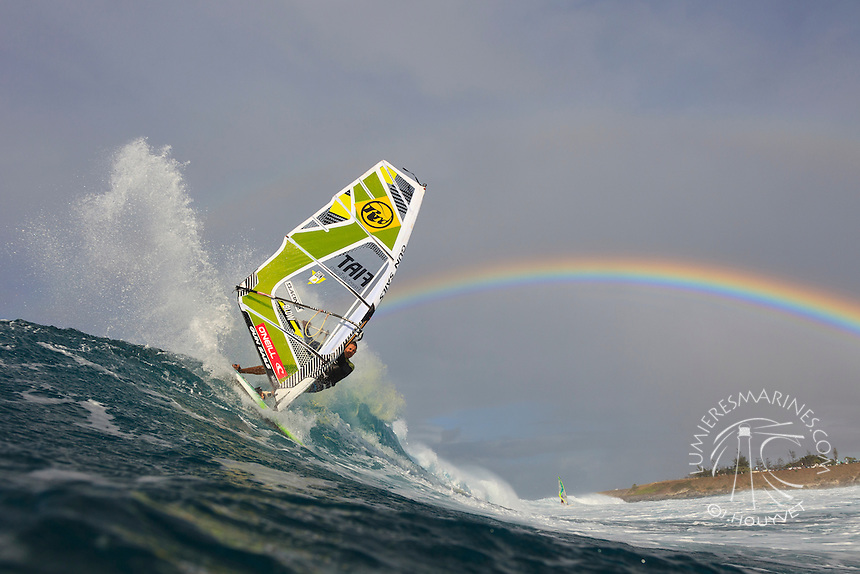 Florian Jung (GER) windsurfing in Ho'okipa Beach Park (Maui, Hawaii, USA)