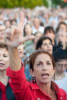 Depois que o governo anunciou a expropriação do edifício e terrenos da Sociedade Rural Argentina, o país mais poderoso associação dos agricultores, tem no bairro de Palermo em Buenos Aires, os membros da SRA junto aliados e de cerca de duas mil pessoas se reuniram para cantar o Hino Nacional e de protesto contra a expropriação. (FOTO: PATRICIO MURPHY / BRAZIL PHOTO PRESS).
