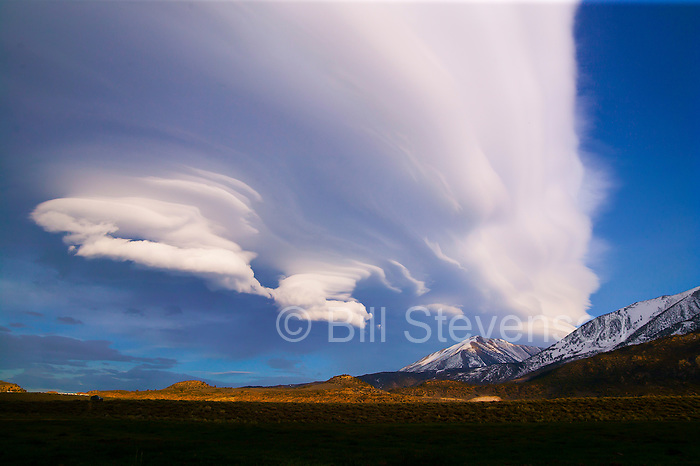 A giant lenticular cloud over the Eastern Sierra in California.