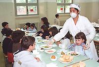 Mensa scolastica in una scuola elementare. Milano, 3 settembre, 2003<br /> <br /> School canteen in a primary School. Milan, September 3, 2003