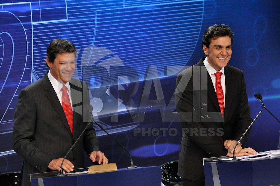 OSASCO, SP, 03 SETEMBRO DE 2012 – DEBATE REDETV – ATENÇÃO EDITOR: FOTO EMBARGADA PARA VEÍCULOS INTERNACIONAIS: Candidato a prefeitura de São Paulo Fernando Haddad (e) e Gabriel Chalita (d) durante debate realizado na noite desta segunda feira (03) pela RedeTV, na sede da emissora em Osasco. (FOTO: LEVI BIANCO / BRAZIL PHOTO PRESS).