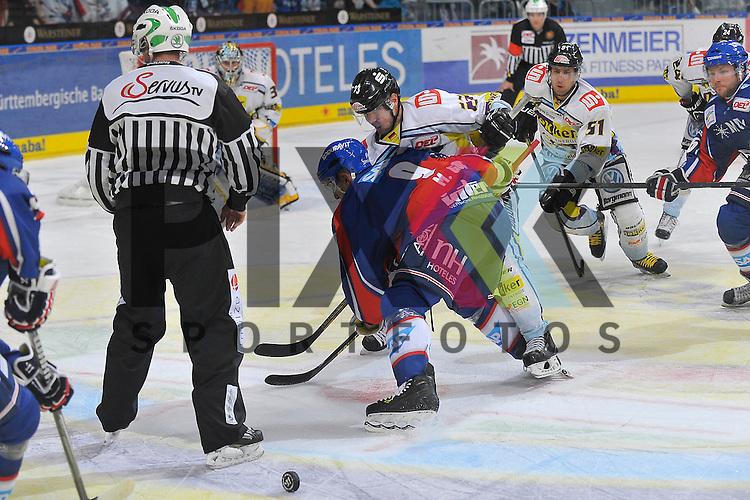 Krefelds Herberts Vasiljevs (Nr.23) gegen Mannheims Marcel Goc (Nr.9) beim Bully beim Spiel in der DEL, Adler Mannheim - Krefeld Pinguine.<br /> <br /> Foto &copy; Ice-Hockey-Picture-24 *** Foto ist honorarpflichtig! *** Auf Anfrage in hoeherer Qualitaet/Aufloesung. Belegexemplar erbeten. Veroeffentlichung ausschliesslich fuer journalistisch-publizistische Zwecke. For editorial use only.