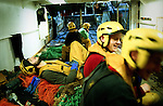 Le rythme de travail est extremement soutenu. De jours comme de nuits, le chalut est remonté tout les trois ou six heures, offrant peu de repos à l'équipage.