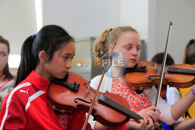 Kim HU and Aine Scott Music generation in St Olivers community college.<br /> Picture:  Fran Caffrey www.newsfile.ie