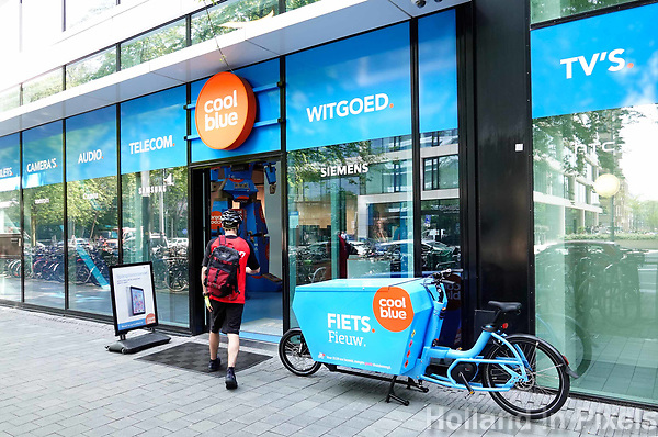 Nederland Amsterdam - april 2018 . Winkel van Coolblue op de Zuidas. Foto Berlinda van Dam / Hollandse Hoogte