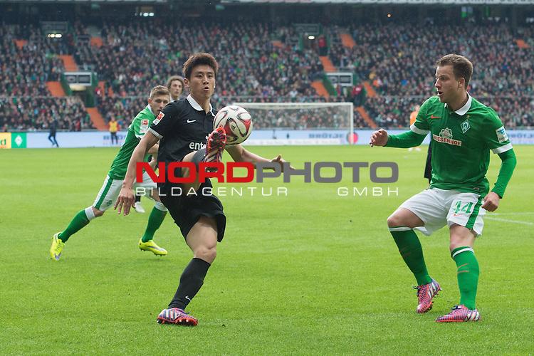 04.04.2015, Weser Stadion, Bremen, GER, 1.FBL. Werder Bremen vs 1. FSV Mainz 05, im Bild<br /> <br /> <br /> <br /> Ja-Cheol Koo (FSV Mainz 05 #13)<br /> Philipp Bargfrede (Bremen #44)<br /> <br /> <br /> Foto &copy; nordphoto / Kokenge