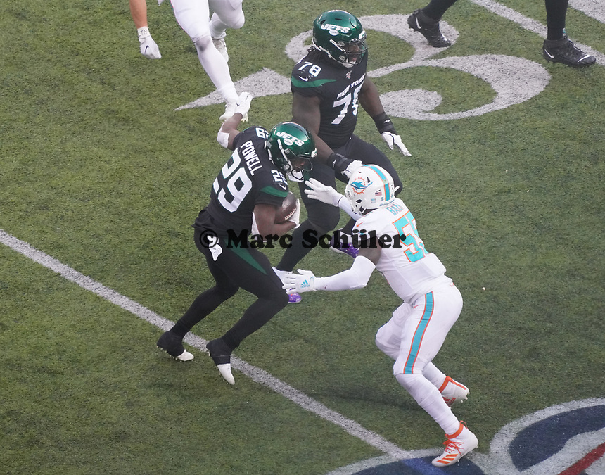 running back Bilal Powell (29) of the New York Jets wird gestoppt - 08.12.2019: New York Jets vs. Miami Dolphins, MetLife Stadium New York