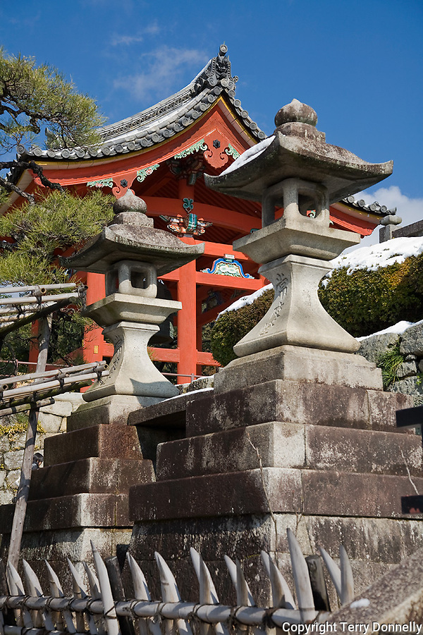 Kyoto City,  Japan<br /> Kiyomizu Temple, stone lanterns with temple gate in the background