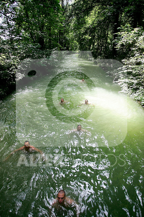 People swim in the channels of englischergarten or english garden in Munich, Germany, July 31, 2008. (ALTERPHOTOS/Alvaro Hernandez)