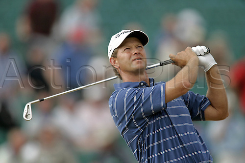 20 July 2006: South African golfer Retief Goosen (RSA) watches his drive from the 9th Tee during the first round of The Open Championship 2006, Royal Liverpool Golf Club, Hoylake, England. Photo: Glyn Kirk/Actionplus....060720 man men male .