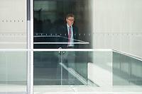 Michael Grosse-Broemer<br /> Erster Parlamentarischer Geschaeftsfuehrer der CDU/CSU-Fraktion, CDU, waehrend einer ausserordentlichen Sitzung der Fraktion nachdem es zwischen der CDU und der CSU zum Streit ueber den Umgang mit Fluechtlingen gab. Die Sitzung des Deutschen Bundestag wurde aufgrund dieses Streit auf Antrag der CDU/CSU-Fraktion fuer mehrere Stunden unterbrochen. Die Fraktionen von CDU und CSU tagten getrennt.<br /> 14.6.2018, Berlin<br /> Copyright: Christian-Ditsch.de<br /> [Inhaltsveraendernde Manipulation des Fotos nur nach ausdruecklicher Genehmigung des Fotografen. Vereinbarungen ueber Abtretung von Persoenlichkeitsrechten/Model Release der abgebildeten Person/Personen liegen nicht vor. NO MODEL RELEASE! Nur fuer Redaktionelle Zwecke. Don't publish without copyright Christian-Ditsch.de, Veroeffentlichung nur mit Fotografennennung, sowie gegen Honorar, MwSt. und Beleg. Konto: I N G - D i B a, IBAN DE58500105175400192269, BIC INGDDEFFXXX, Kontakt: post@christian-ditsch.de<br /> Bei der Bearbeitung der Dateiinformationen darf die Urheberkennzeichnung in den EXIF- und  IPTC-Daten nicht entfernt werden, diese sind in digitalen Medien nach &szlig;95c UrhG rechtlich geschuetzt. Der Urhebervermerk wird gemaess &szlig;13 UrhG verlangt.]