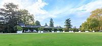 France, Indre-et-Loire (37), Chenonceaux, château et jardins de Chenonceau, l'avant-cour et le bâtiment des Dômes, caisses d'agrumes