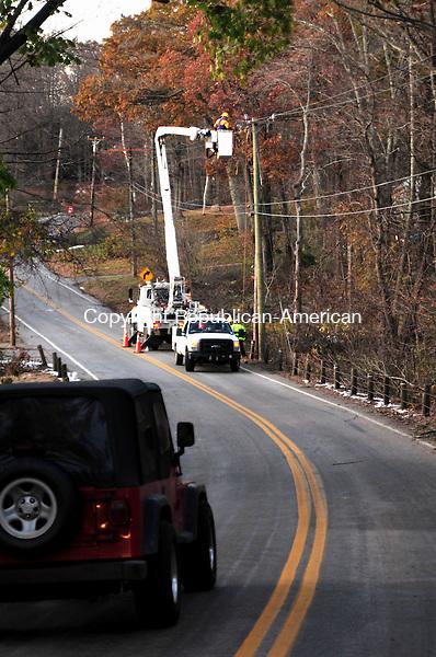 HARWINTON, CT, 05 NOV 11-110511AJ01- A lone utility crew works on Hill Road in Harwinton on Saturday.    Alec Johnson / Republican-American