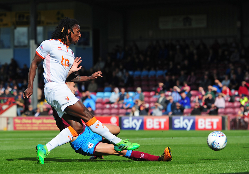 Blackpool's Sessi D'Almeida under pressure from Scunthorpe United's Conor Townsend<br /> <br /> Photographer Chris Vaughan/CameraSport<br /> <br /> The EFL Sky Bet League One - Scunthorpe United v Blackpool - Saturday 9th September 2017 - Glanford Park - Scunthorpe<br /> <br /> World Copyright &copy; 2017 CameraSport. All rights reserved. 43 Linden Ave. Countesthorpe. Leicester. England. LE8 5PG - Tel: +44 (0) 116 277 4147 - admin@camerasport.com - www.camerasport.com