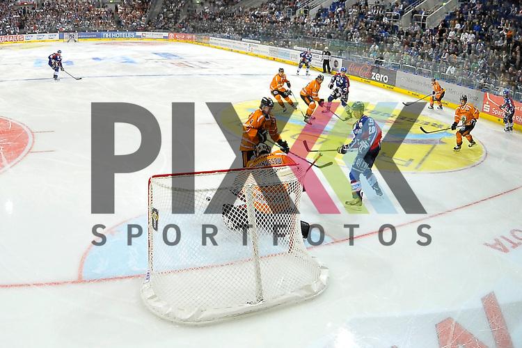 Vor dem Tor von Wolfsburgs Daniar Dshunussow (Nr.30) sind Mannheims Frank Mauer (Nr.28) gegen Wolfsburgs Aaron Brocklehurst (Nr.4) beim Spiel in den Playoff der DEL, Adler Mannheim - Grizzly Adams Wolfsburg.<br /> <br /> Foto &copy; Ice-Hockey-Picture-24 *** Foto ist honorarpflichtig! *** Auf Anfrage in hoeherer Qualitaet/Aufloesung. Belegexemplar erbeten. Veroeffentlichung ausschliesslich fuer journalistisch-publizistische Zwecke. For editorial use only.