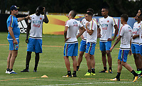 BARRANQUILLA - COLOMBIA - 02 – 10 - 2017: Pablo Garabello (Izq.), integrante del cuerpo técnico, da instrucciones a los jugadores, durante entreno en las canchas del Polideportivo Universidad Autonoma del Caribe. El equipo colombiano se prepara en Barranquilla para el partido contra el seleccionado de Paraguay el 05 de octubre, partido clasificatorio a la Copa Mundial de la FIFA Rusia 2018. / Pablo Garabello (L), member of the coaching staff, gives instructions to the palyers during a training in the grounds of the Sports Center of Autonoma del Caribe University. Colombia team prepares in Barranquilla for the match against the national team of Paraguay on October 05, qualifying for the FIFA World Cup Russia 2018. Photo: VizzorImage / Luis Ramirez/ Staff.