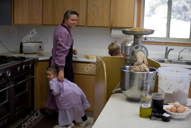 Fundamentalist Mormon group F.L.D.S., Zavenda Jessop with her children making bread, compound in Eldorado, Texas, USA, February 11, 2009