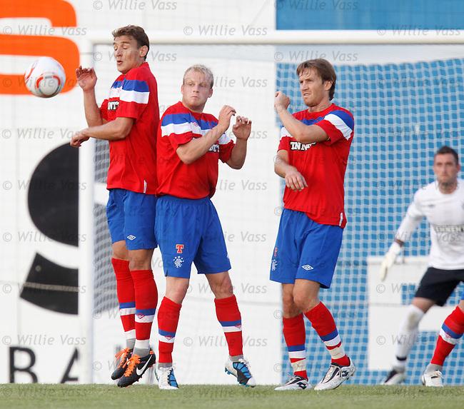 Nikica Jelavic, Steven Naismith and Sasa Papac form a defensive wall