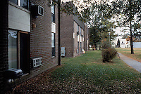 1996 December 01..Assisted Housing..Oakmont North...Ground level exteriors  before.UDA photos...NEG#.NRHA#..HOUSING:OAKMONT1  4:7