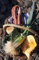 """Europe/France/Auvergne/12/Aveyron/Villefranche-de-Rouergue: Le panier du marché de Mme Pinto cuisinière du restaurant """"de la Halle"""""""