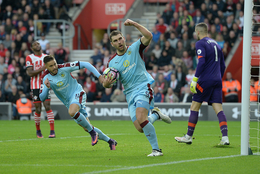 Burnley's Sam Vokes celebrates his penalty <br /> <br /> Photographer Ian Cook/CameraSport<br /> <br /> The Premier League - Southampton v Burnley - Sunday 16th October 2016 - St Mary's Stadium - Southampton<br /> <br /> World Copyright &copy; 2016 CameraSport. All rights reserved. 43 Linden Ave. Countesthorpe. Leicester. England. LE8 5PG - Tel: +44 (0) 116 277 4147 - admin@camerasport.com - www.camerasport.com