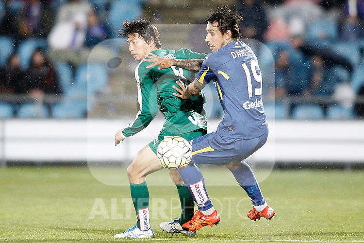 Getafe's Damian Suarez (r) and Sociedad Deportiva Eibar's Takashi Inui during La Liga match. March 18,2016. (ALTERPHOTOS/Acero)