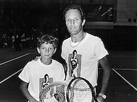15-07-1982 London, Dunlop, McEnroe dag, Tom Okker met de kleine Richard Krajicek