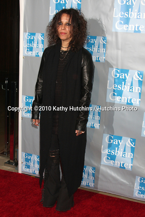 Linda Perry.arrives at An Evening with Women - LA Gay & Lesbian Center's Gala.Beverly Hilton Hotel.Beverly Hills, CA.May 1, 2010.©2010 Kathy Hutchins / Hutchins Photo...